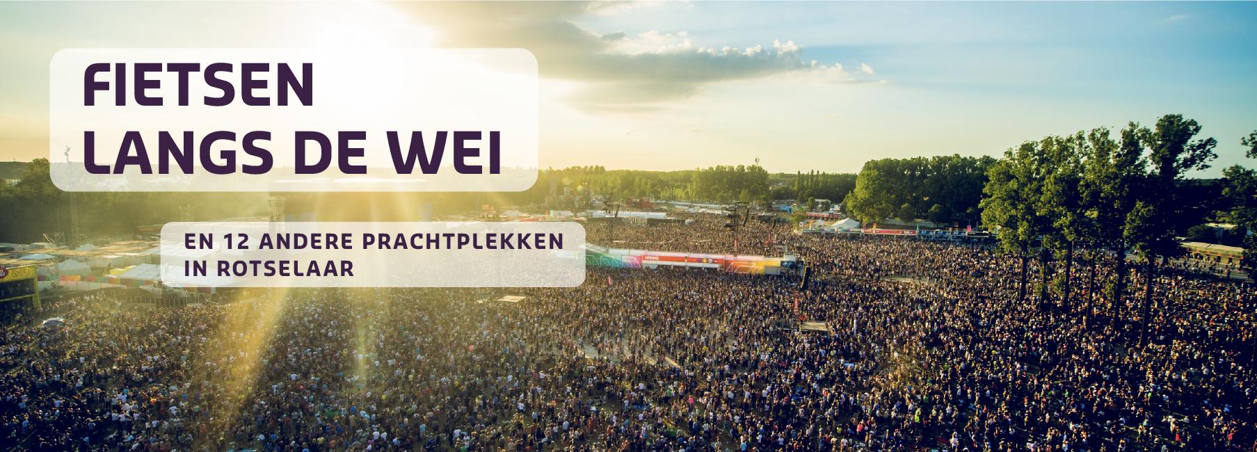 Affiche met titel Fietsen langs de wei met op de achtergrond de festivalweide van Rock Werchter