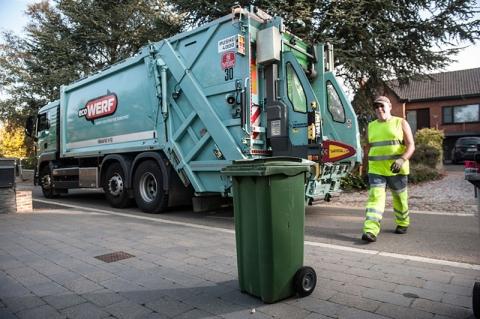 Ecowerf vuilniswagen haalt gft op